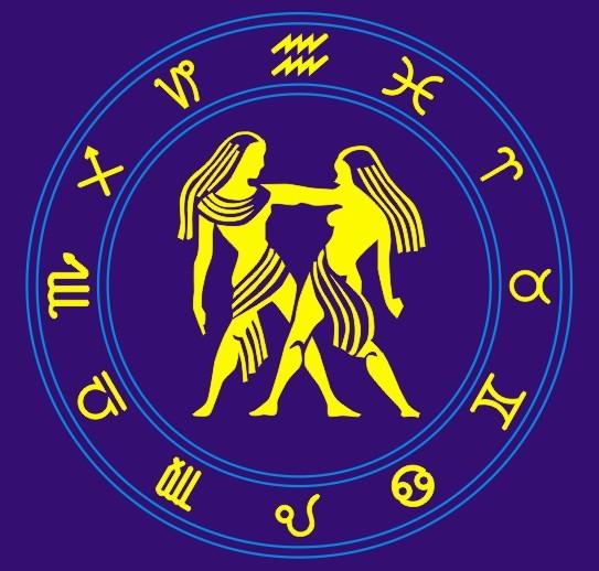 太阳位于双子座:灵活、沟通、口才 优点:沟通力强,思维活跃。 缺点:善辩,多变,难以专精。 太阳代表:自我、外在形象、外显的和生命能量。 基本特质: 太阳位于双子座的人,思维跳跃,口才伶俐,鬼点子多,常语出惊人,但有三心二意的倾向,情绪起伏多变,难以专心。 具体特质: 双子座是黄道宫上的第三个星座,受水星守护,思维敏捷,有良好的沟通能力,反应迅速,适应力强。