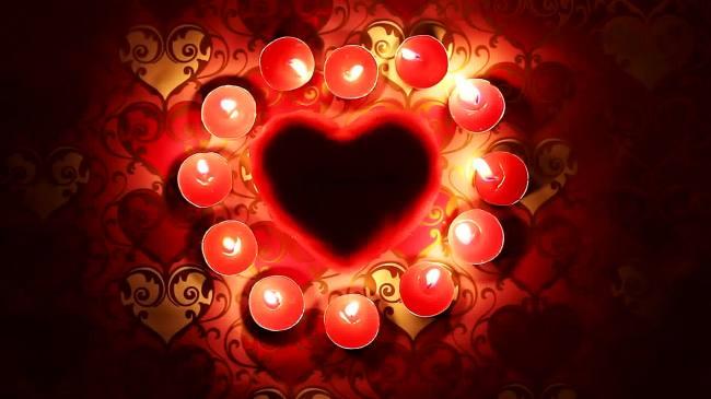 【mpg】燃烧红蜡烛组成前景心形边框高清视频
