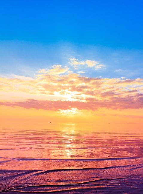 自然风景 红日 霞光 黄昏 夕阳 云霞 海面 海上日出 海边风景 说明