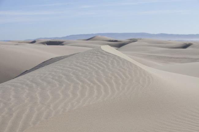 一望无际的沙漠风景素材